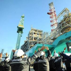 Petronas, CNOOC to Collaborate on Cleaner Energy Solutions, LNG Bunkering