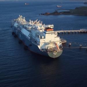 Höegh LNG Secures FSRU Debt Financing