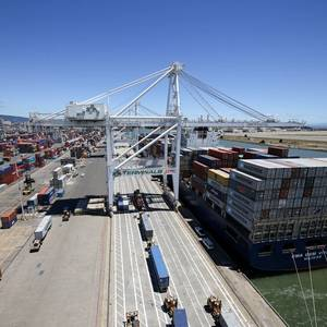 Oakland Dockworker Killed in Containership Fall