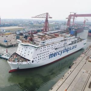 Timelapse: World's Largest Civilian Hospital Ship Falling into Place