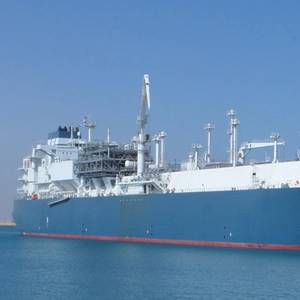 Höegh LNG Nets LNG Carrier Charters with Trafigura, Cheniere