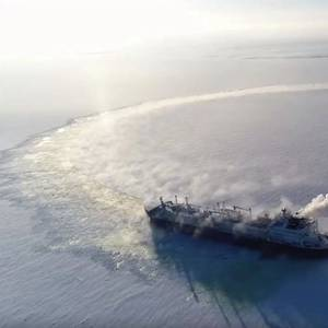 New Icebreaking LNG Carrier Enters Service