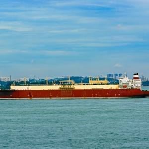 Singapore's Port Authority Investing in LNG Bunkering
