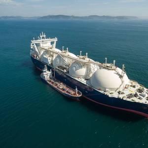 Virus Lockdowns Pummel Global Gas Demand, Force LNG Output Cuts