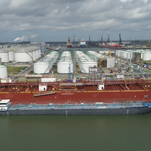 World's First Barge-to-Ship Methanol Bunkering Carried out in Rotterdam