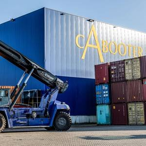 Kalmar Intros Electric Reachstacker