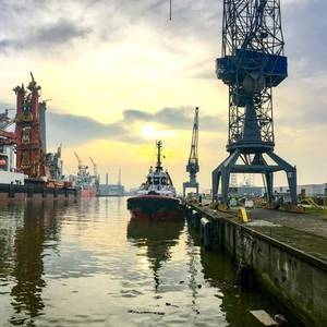 Rotterdam Port Rides High on Offshore Waves