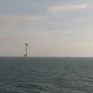 World's Largest Offshore Wind Farm Generates First Power