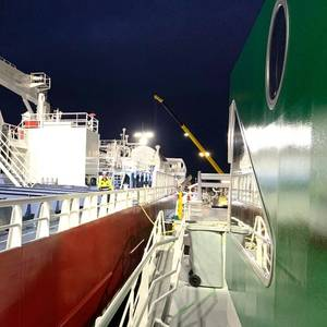 Amsterdam Completes First SIMOPS LNG Bunkering