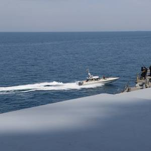 US Tells Gulf Mariners to Stay Clear of Its Warships