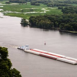 Barge Glut Chokes US Shipping Sector despite Record Harvest