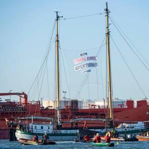 Activists Blockade Shell Refinery in Port of Rotterdam