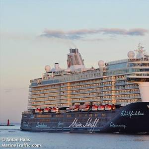 TUI Cruise Ship Crew Tests Negative for COVID-19 in Repeat Test