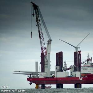 VIDEO: Jack-up Vessel Drops Turbine Blades Overboard at Vattenfall's Ormonde Offshore Wind Farm