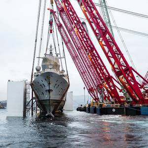 Salvors Lift Norwegian Frigate