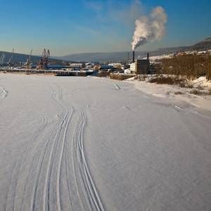 When Siberia Shivers, Time to Fix Ships in the Ice