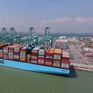 Mumbai Maersk Loads World Record 19,038 TEU
