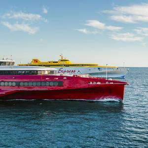 Video: High-speed Ferries Sprint Side-by-side