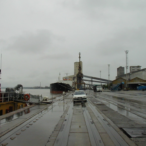 Stranded Grains Ships to Be Towed Free from Rosario