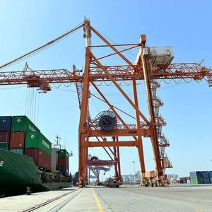 Fujairah Terminals Welcomes First Container Feeder Vessel