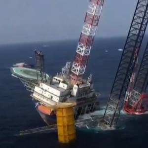 VIDEO: Jack-up Unit Tilts Off China. Four Missing