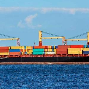 Feeder Containerships to Use Hybrid Power