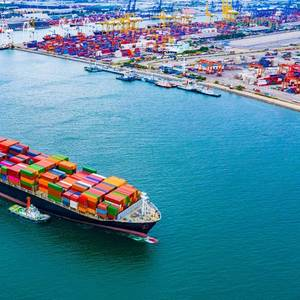 Top Japanese Lenders Join Shipping Industry Scheme to Cut Carbon