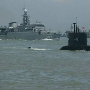 Time Running Out for Missing Indonesian Submarine as US Joins Search
