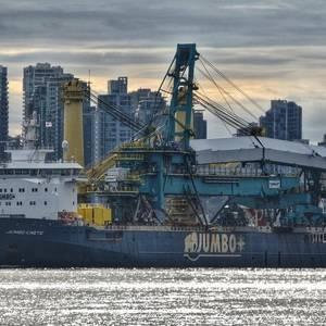 Video: Jumbo Kinetic Transports 1435-tonne Shiploader