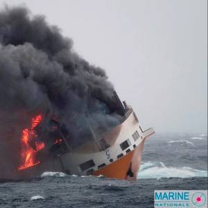 France Battles Slick from Capsized Boxship