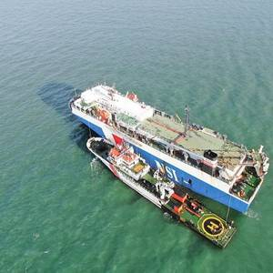 RoRo Carrier Rescues Fishermen in Strait of Malacca