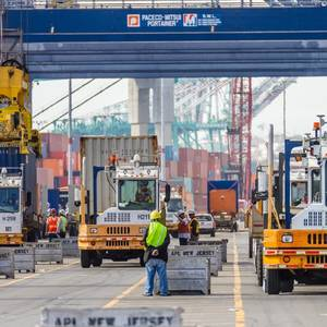 Swift COVID-19 Vaccines Urged for Largest US Ports Amid Cargo Backlogs