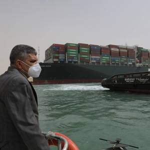 Suez Canal Authority Considering Dredging Around Grounded Containership
