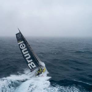 New Zealand Sailors Race for Triple Crown in Volvo Finale