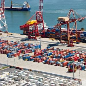 Aus Terminal Selects Kalmar Straddle Carriers