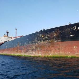 Spain Detains Tanker for Dumping Oil off Canary Islands