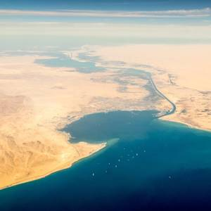 """Suez Canal Traffic Slows as Oil Tanker """"Faces Difficulties"""""""