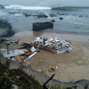 Fishing Vessel Runs Aground near Santa Cruz
