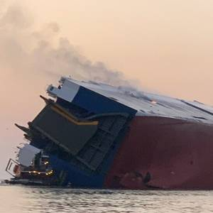 Video: RoRo Vessel Overturns Off US East Coast