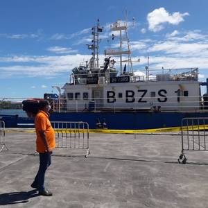 Chinese Fishing Vessel Refloated and Detained in Mauritius