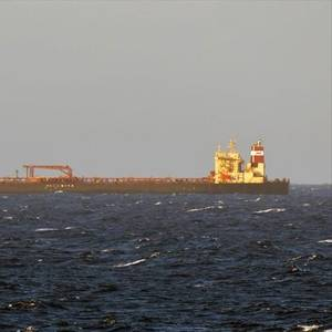 Clean-up off Qingdao Continues After Oil Spill from Ship Collision
