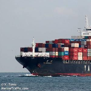 YM Efficiency Docks in Sydney after Losing 83 Containers at Sea