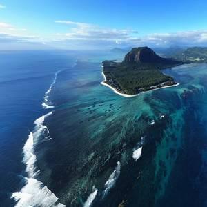 Chinese Fishing Vessel Runs Aground off Mauritius