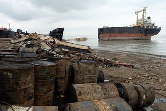 Documentary Examines Shipbreaking Practices in Bangladesh