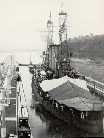 File USS Missouri in the Panama canal, Miraflores Locks. (U.S. Navy photo)
