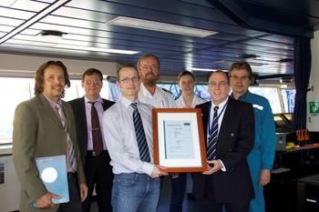 File (f.l.t.r.): Sascha Wienberg (SEC), Igor Protsenko (Interschalt), Daniel Abt (GL Cargo Stowage & Securing Expert), Captain Dirk Trampe, Chief Mate Lisa Helmers, Werner Teichmann (Head of Reederei Offen