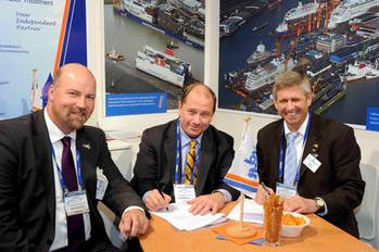 File Don Vogler and the managing directors of Lloyd Werft Bremerhaven GmbH, Carsten J. Haake (left) and Ruediger Pallentin (right) (Photo: Lloyd Werft).