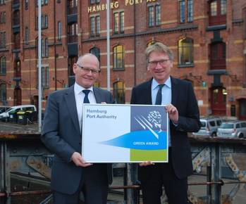 File From left to right: Mr. Fransen (Managing director, Green Award Foundation), Mr. Wolfgang Hurtienne (Managing Director, Port of Hamburg Authority).