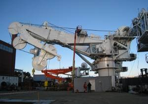 File 250-tonne AHC subsea knuckle-jib crane under final test at MacGREGOR's facility in Kristiansand, Norway.