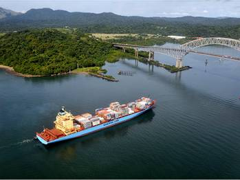 File Maersk Line in the Panama Canal (Source: A.P. Moller - Maersk)